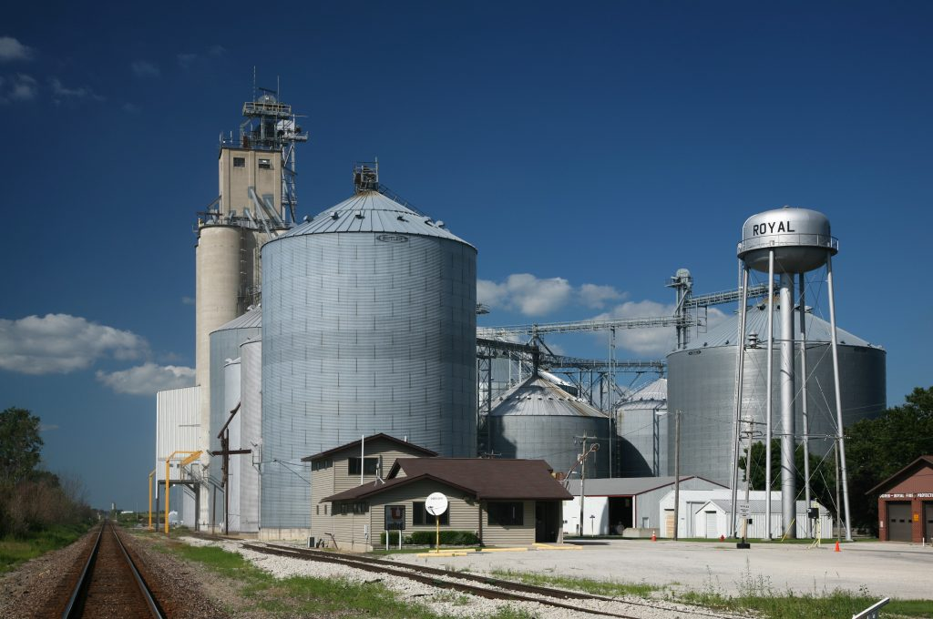 Grain elevators in Royal, Illinois